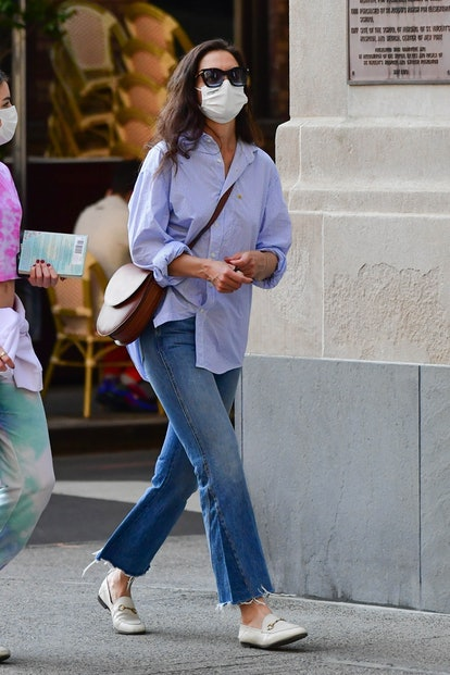 Grown up Suri Cruise steps out in a tie dye t-shirt and sweatpants for a walk with her mom, Katie Holmes. Suri carried a book with her during the stroll and Katie kept things simple yet stylish in blue denim and a blue top — the ultimate classic style outfit.