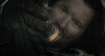 Isildur holding the One Ring in Lord of the Rings: Fellowship of the Ring