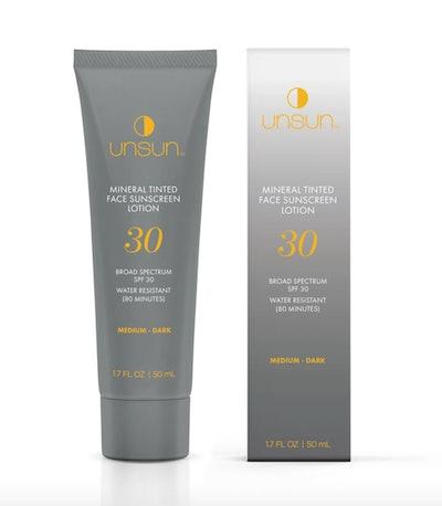 Mineral Tinted Face Sunscreen In Medium/Dark