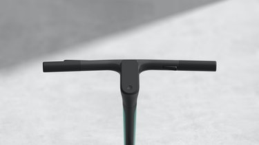 The Scotsman e-scooter carbon fiber 3D printed handlebar and LCD screen.