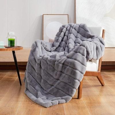 Cozy Bliss Luxury Faux Fur Throw Blanket