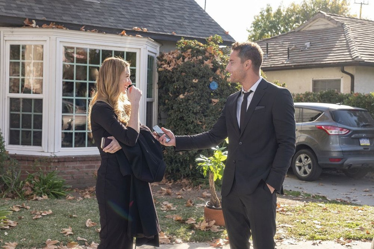 Alexandra Breckenridge as Sophie and Justin Hartley as Kevin Pearson in 'This Is Us'