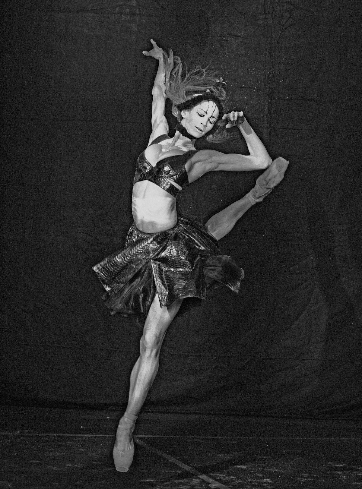Polina Semionova leaping
