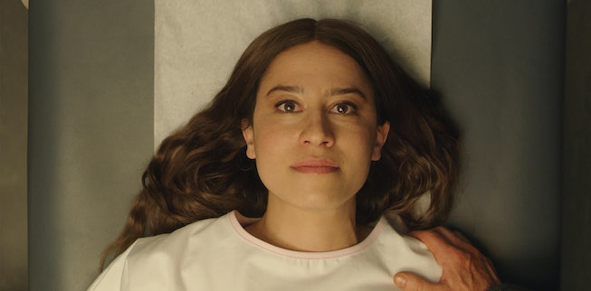 Ilana Glazer in 'False Positive,' a pregnancy thriller by A24 for Hulu.