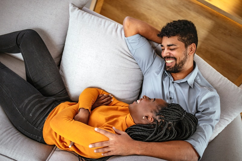 These are the fascinating differences between how men and women fall in love.