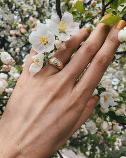 The flush set engagement rings are trending for 2021 — here are 15 styles to shop if you like the mi...