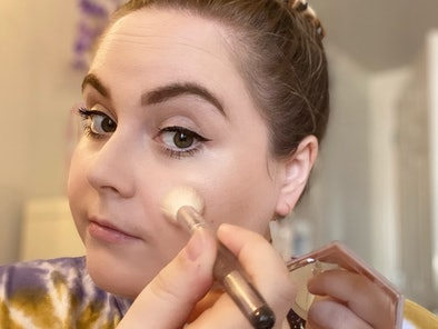Elite Daily Senior Style Editor Theresa Massony demonstrate how and where to apply highlighter produ...