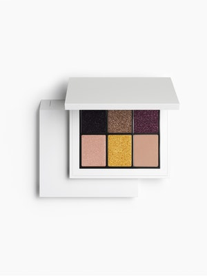 A new eyeshadow palette from the Zara Beauty collection.