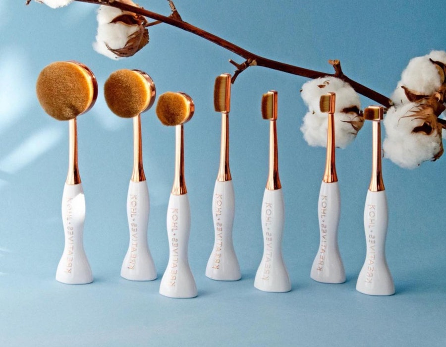Beauty products for one-handed accessibility: makeup brushes.