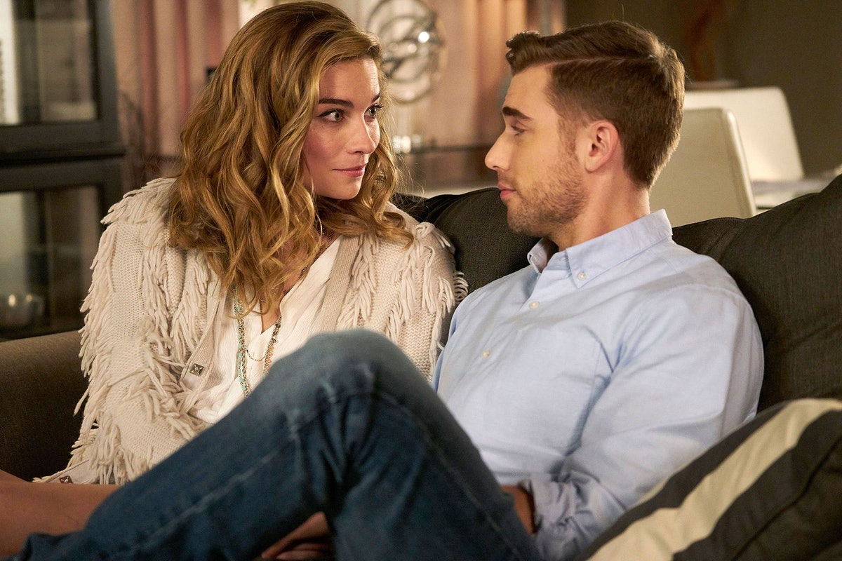 Annie Murphy as Alexis and Dustin Milligan as Ted in Schitt's Creek.