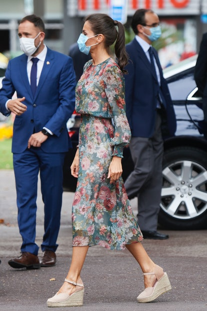 Queen Letizia of Spain arrives for a visit to the Fine Arts Museum with King Felipe of Spain on July 17, 2020 in Bilbao, Spain. This trip is part of a royal tour that will take King Felipe and Queen Letizia through several Spanish Autonomous Communities with the objective of supporting economic, social and cultural activity after the Coronavirus outbreak.