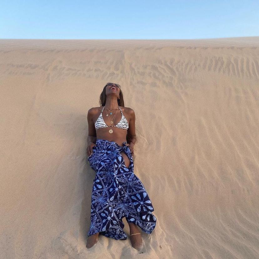 Naomi Campbell desert bikini bath routine