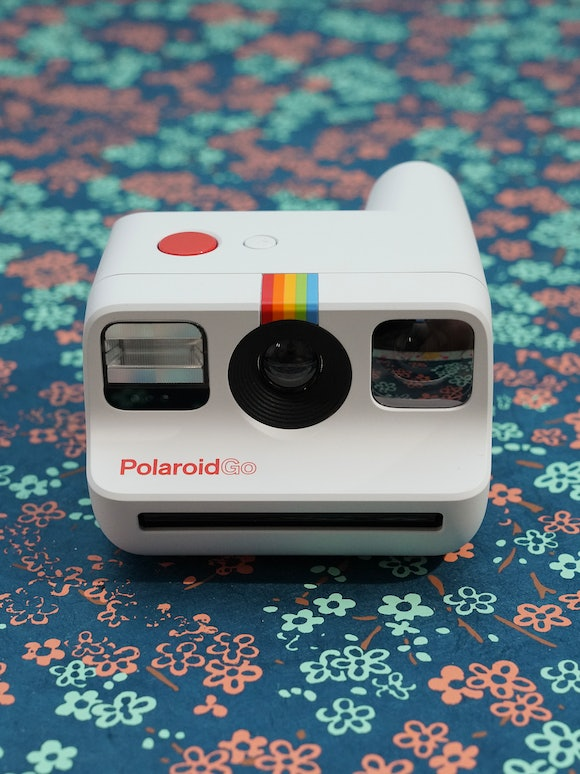 Polaroid Go review: The selfie mirror is inside of the viewfinder.