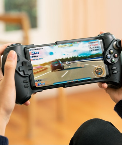 A smartphone in the Glap mobile controller.