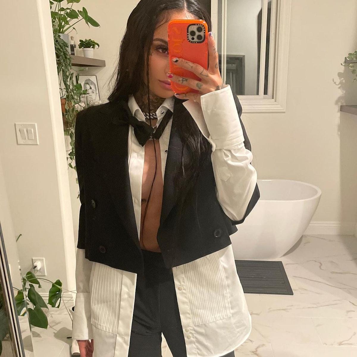 Kehlani mirror selfie with y2k face frame