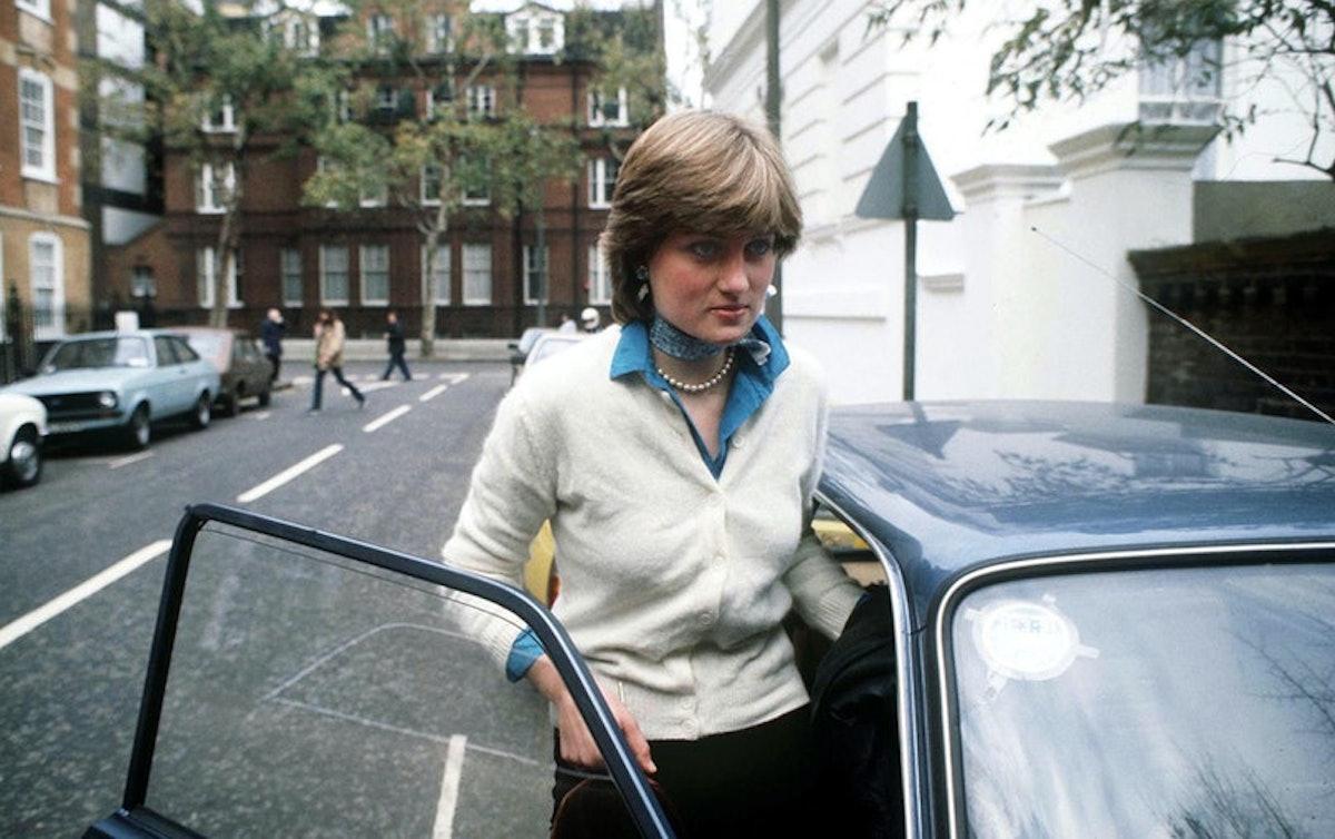 Princess Diana getting into a car