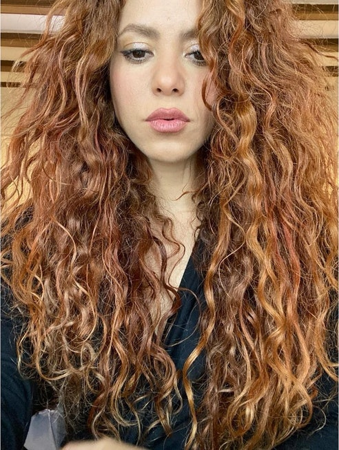 celebrities with red hair shakira