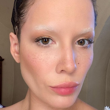 Halsey with bleached eyebrows