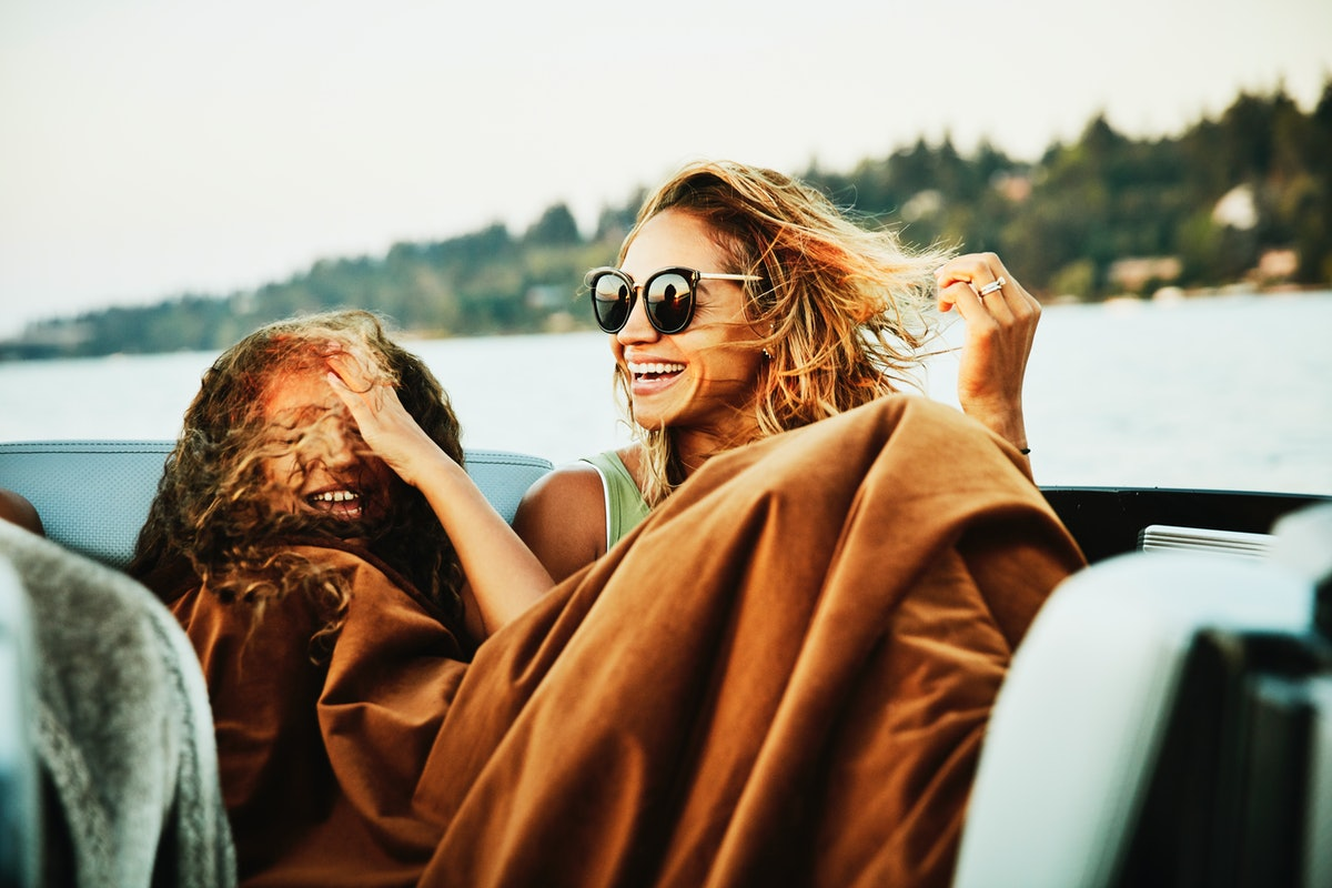 2 young friends smiling on a boat, laughing at boat puns, sailing puns, & ship puns.