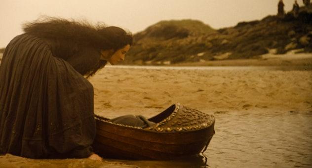 Secret of Roan Inish is a 1995 Irish ocean movie for kids