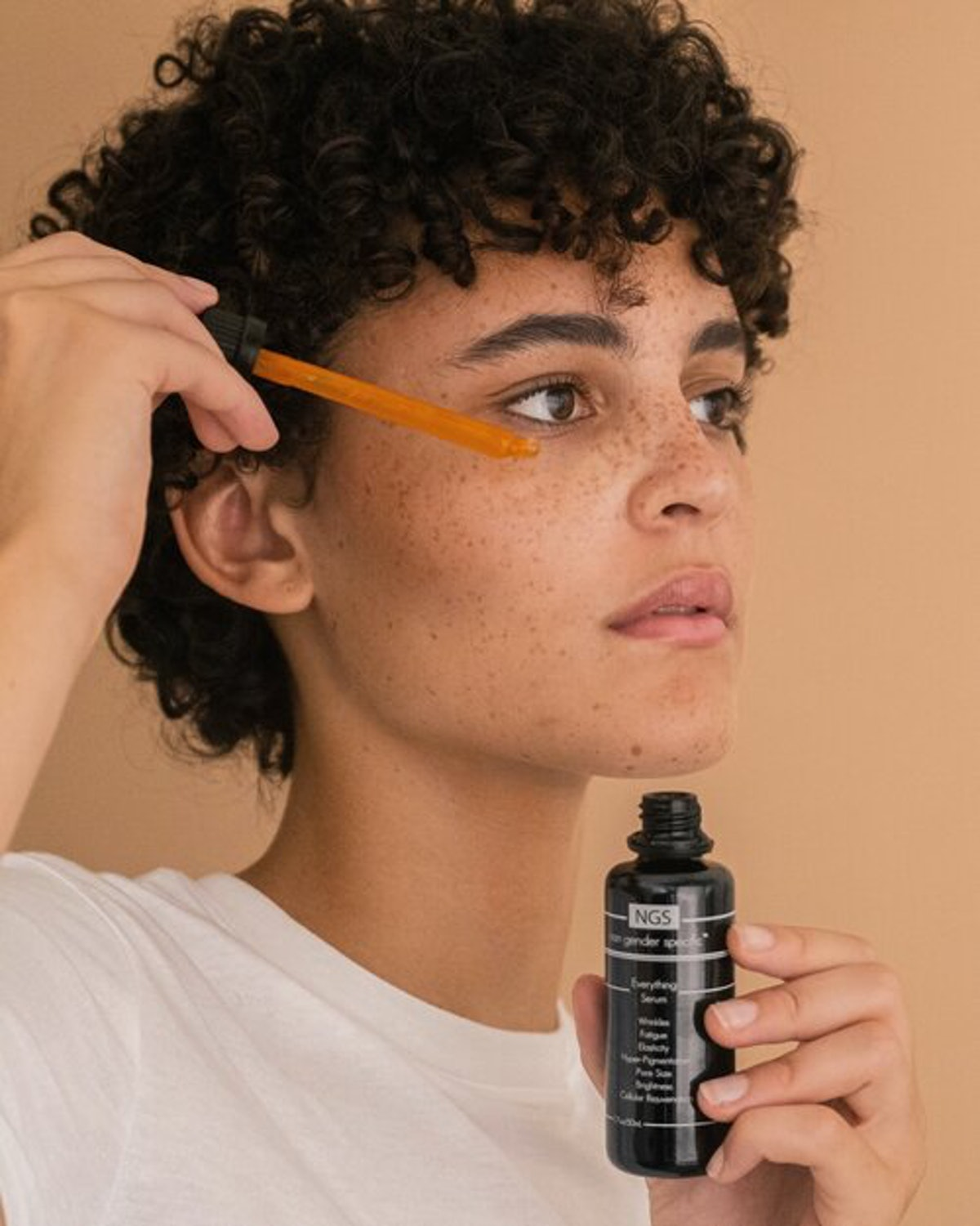 Model putting on Non Gender Specific's Everything Serum.