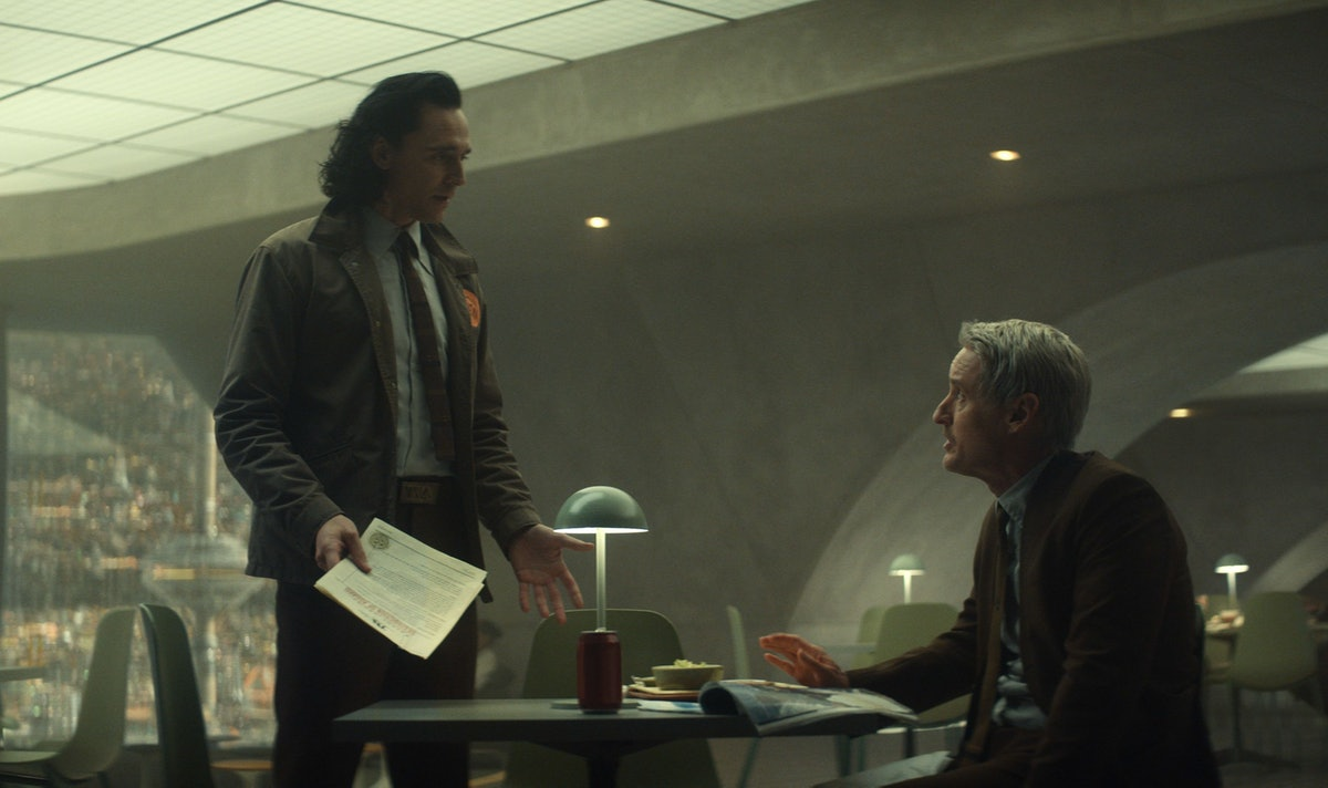 Tom Hiddleston as Loki and Owen Wilson as Agent Mobius discussing the variant in 'Loki'