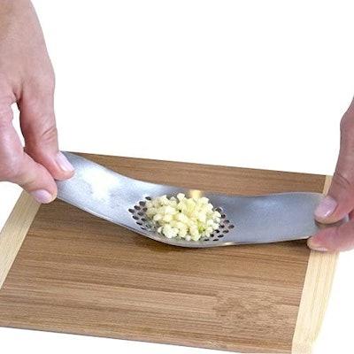Fu Stainless Steel Garlic Press