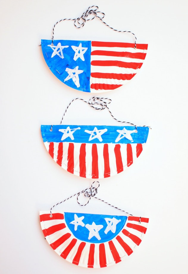 A paper plate purse is an easy 4th of July craft for kids.
