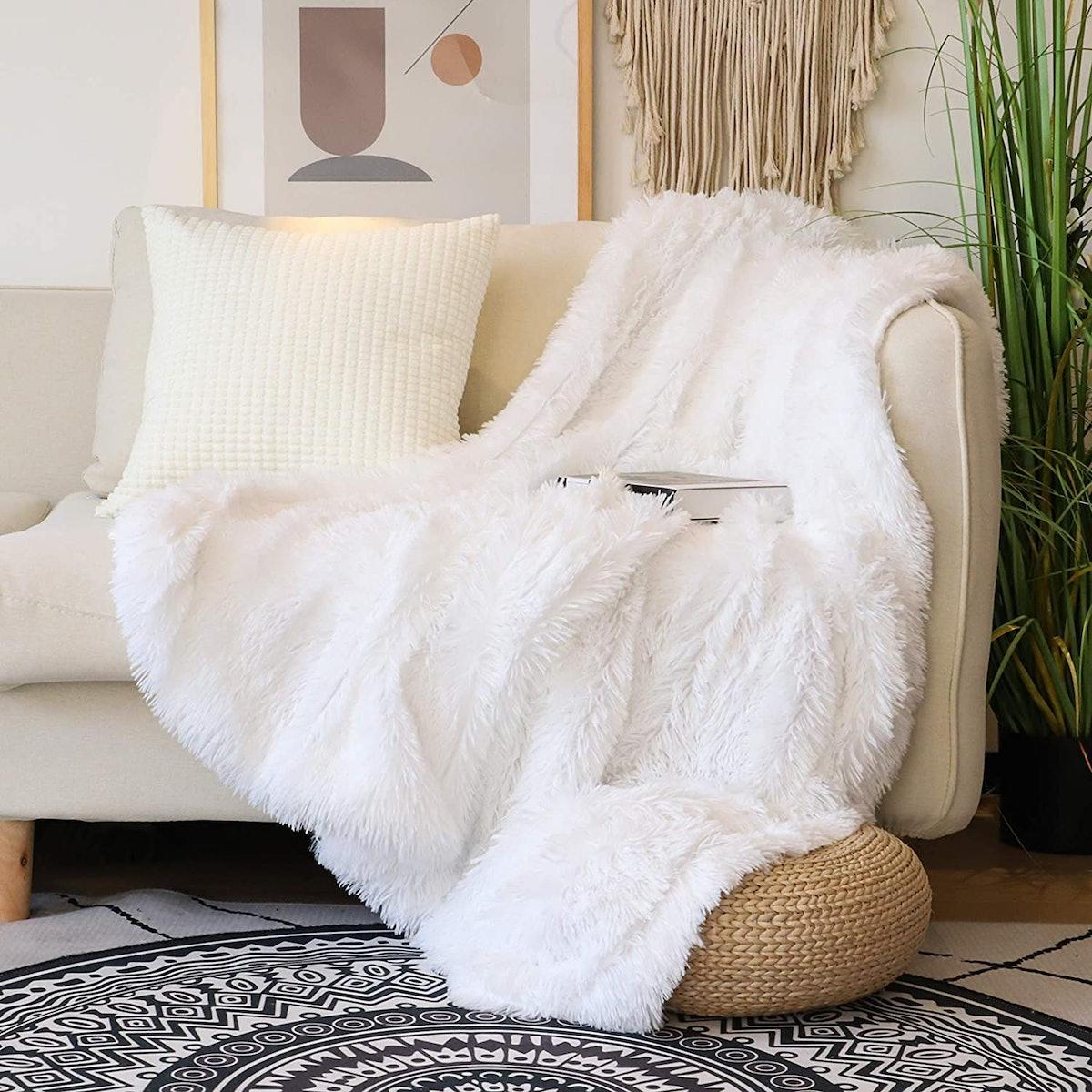 "Tuddrom Soft Faux Fur Throw Blanket (50"" x 60"")"