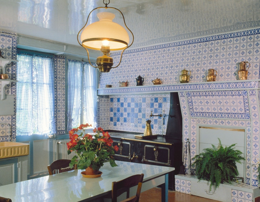 Claude Monet's Giverny kitchen shows a creative way to use tile.