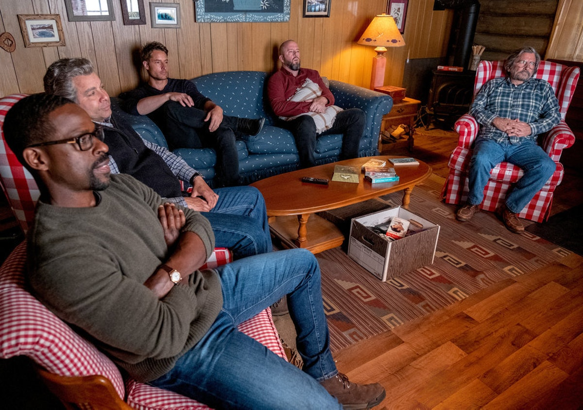 The men of This Is Us watching an old Tom Cruise film