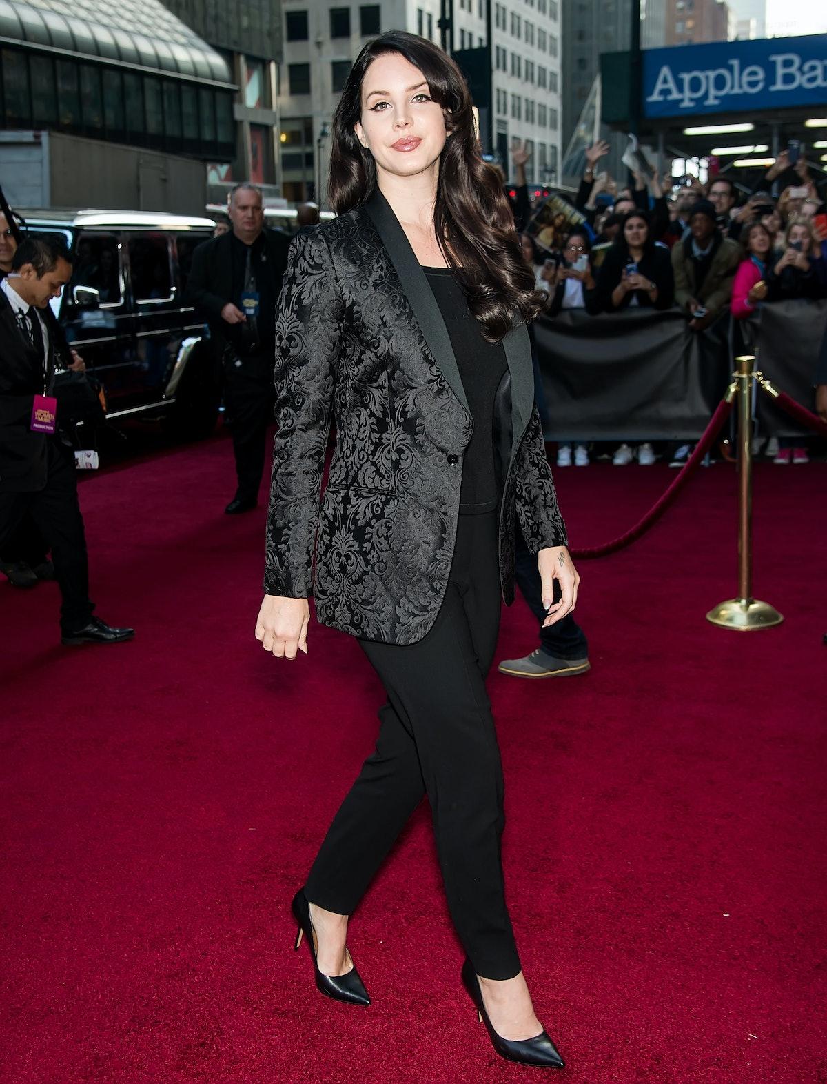 Lana Del Rey wearing all black