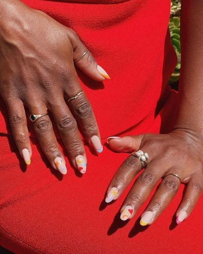 Kerry Washington showing off colorful manicure