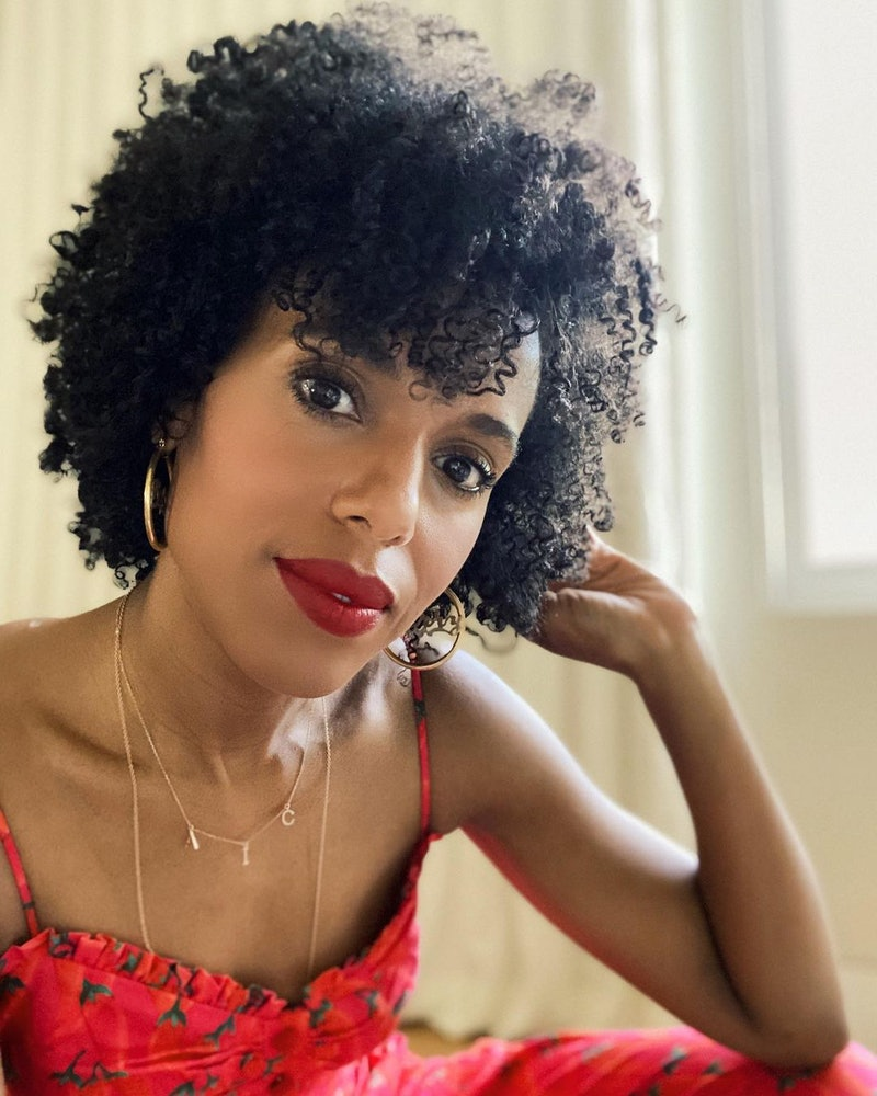 Kerry Washington posed selfie with red lips and dress