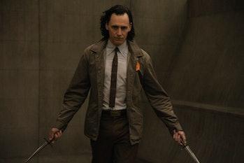 Tom Hiddleston holding daggers in Loki Episode 3