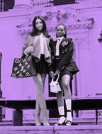 2 young women on the steps of The Met in NYC, one of 'Gossip Girl's filming loactions.