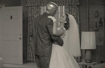 Elizabeth Olsen and Paul Bettany in WandaVision Episode 1