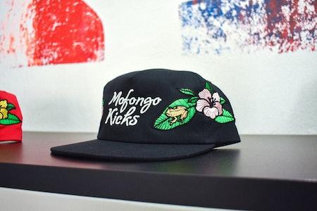 Mofongo Kicks pop-up shop usa tus tenis hoodie