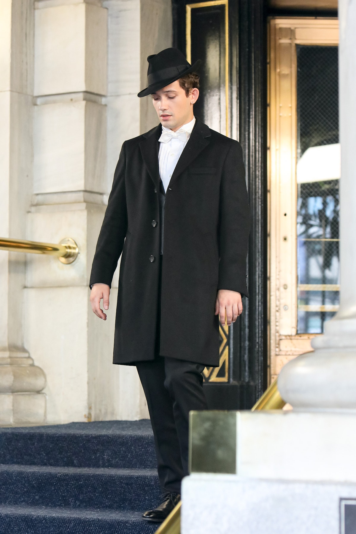 Eli Brown dressed up on the set of the Gossip Girl reboot