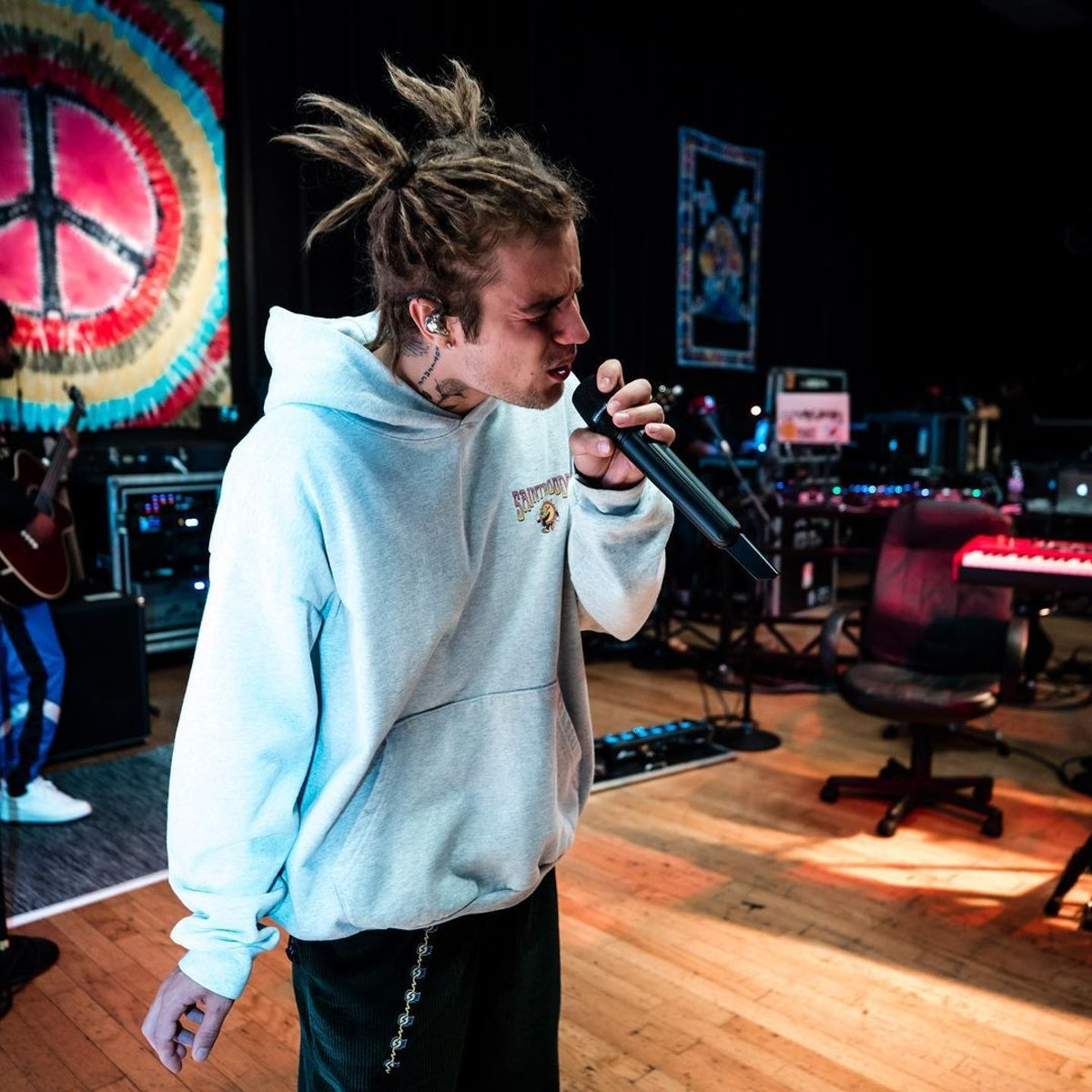 Justin Bieber wearing his dreads in pigtails