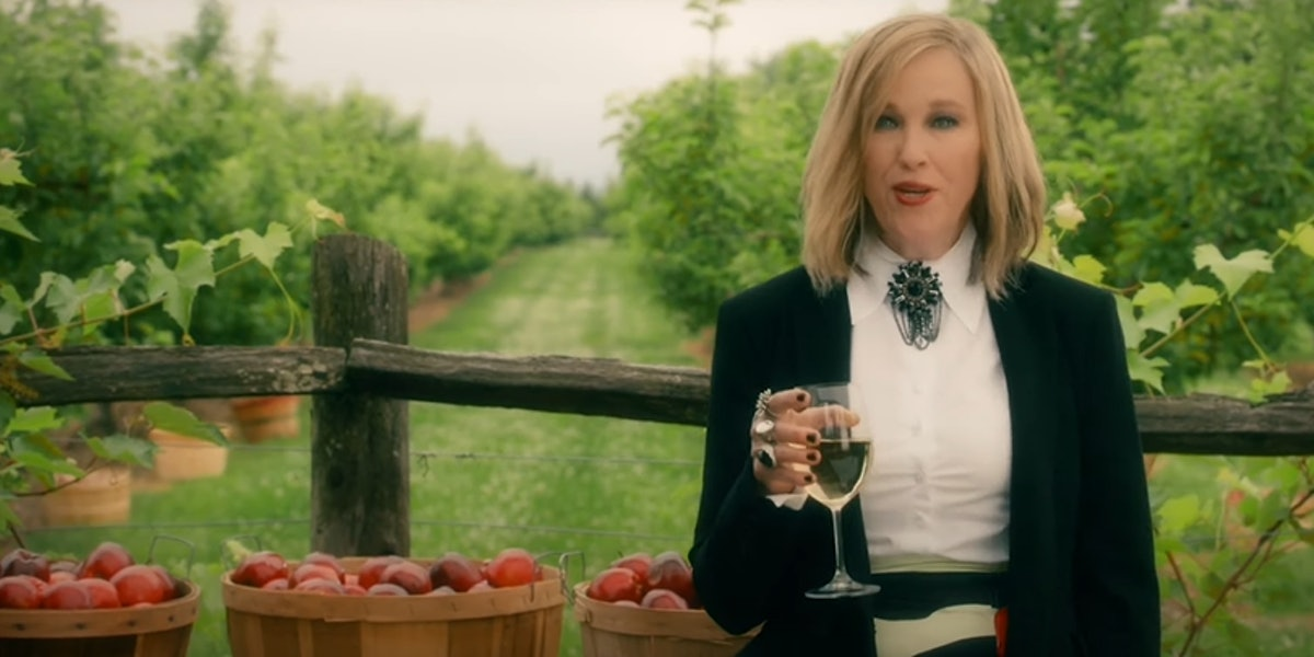 These 'Schitt's Creek' Zoom backgrounds feature moments like Moira's commercial.