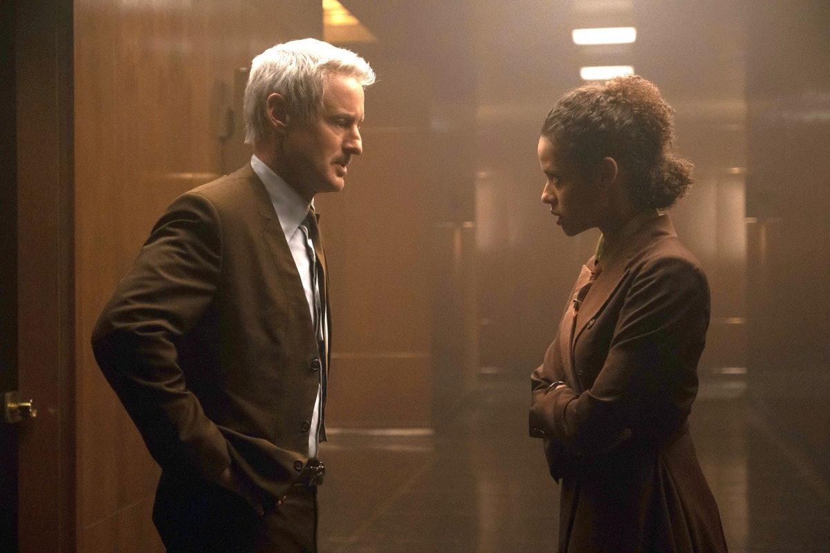 Owen Wilson as Agent Mobius and Gugu Mbatha-Raw as Ravonna Renslayer just before she pruned him in '...