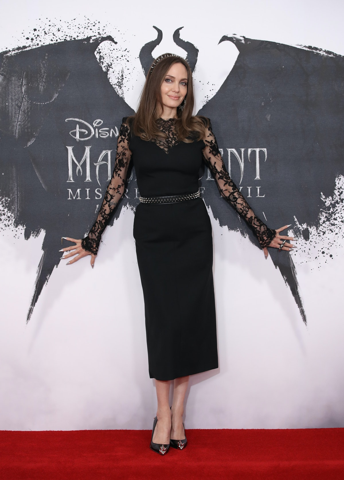 Angelina Jolie posing at a Maleficent premiere
