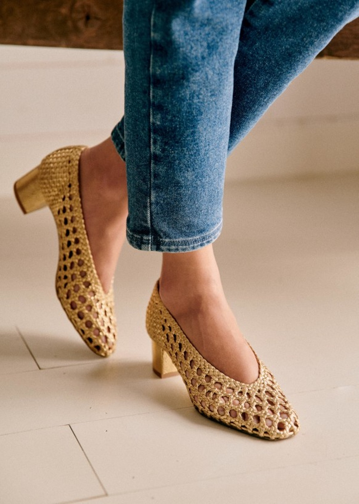 Low Laura Courts In Smooth Gold