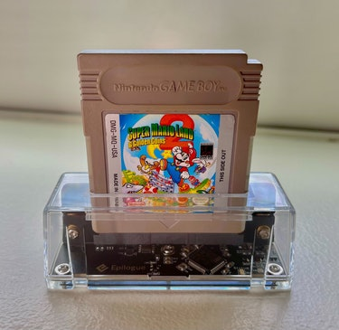 Epilogue GB Operator unboxed. Review. Play Game Boy cartridges on PC or Mac. ROMs. Backup.