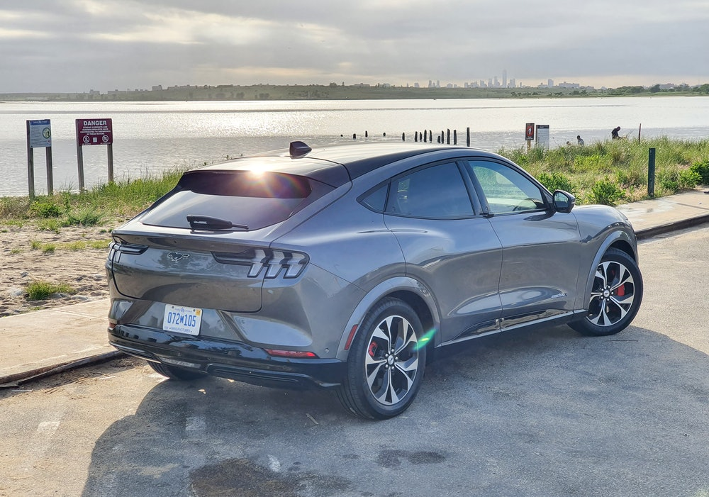 Ford Mustang Mach-E First Edition AWD Carbonized Gray