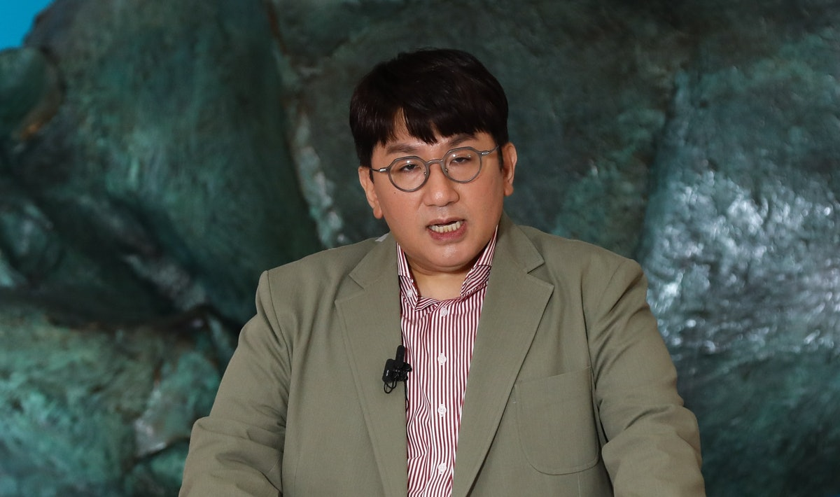 Bang Si-hyuk, founder of K-pop management agency Big Hit Entertainment who manage K-pop sensation BTS, speaks during the company's initial public offering ceremony at the Korea Exchange in Seoul on October 15, 2020. (Photo by SeongJoon Cho / POOL / AFP) (Photo by SEONGJOON CHO/POOL/AFP via Getty Images)