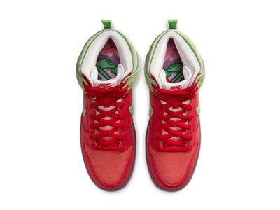 "Nike SB ""Strawberry Cough"" Dunk High"