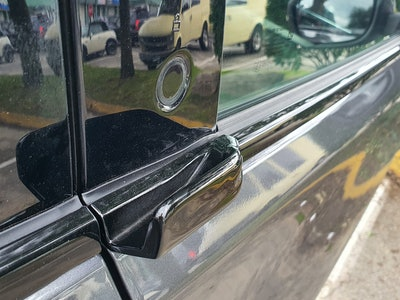 Ford Mustang Mach-E First Edition AWD Carbonized Gray door handle