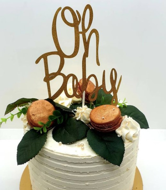 """Baby shower cake that says """"oh baby"""""""